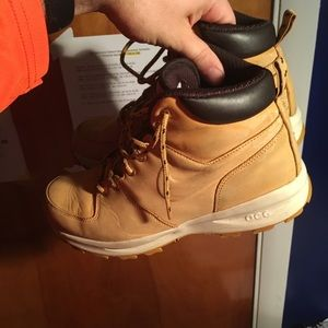 Nike size 9 boots